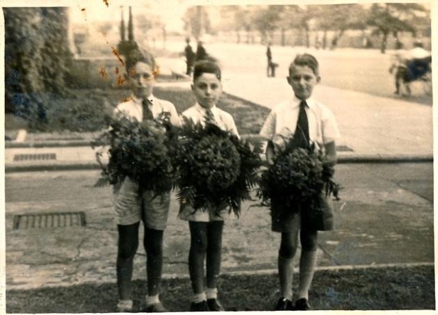3 boys wbouquets